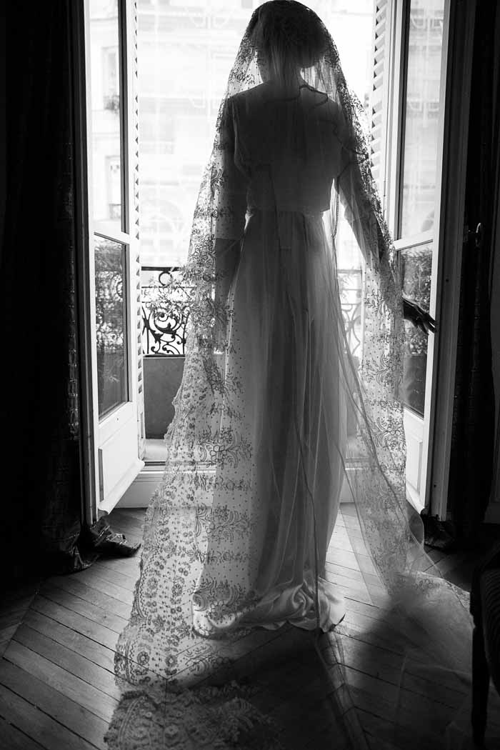 retro style bride in Paris