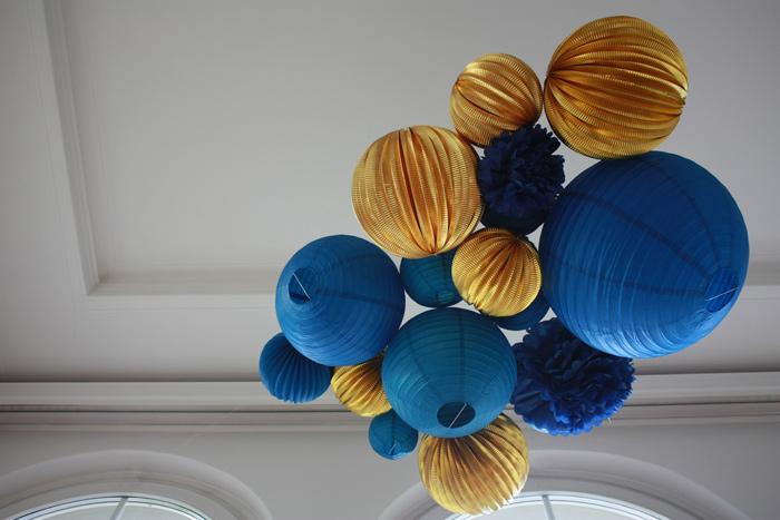décoration réveillon or et bleu