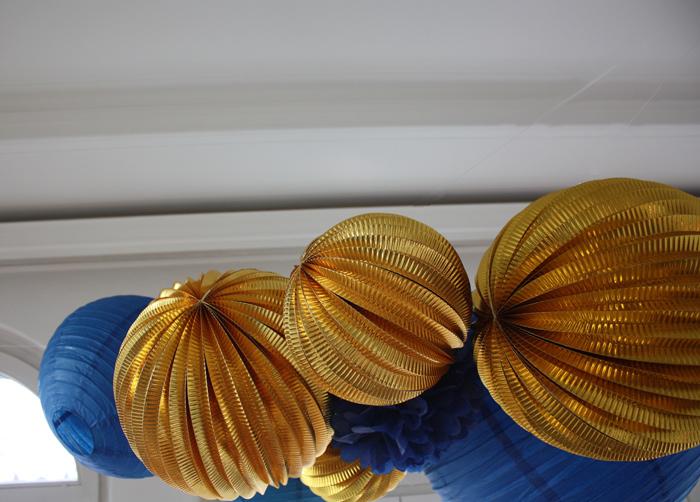 décoration lampions et lanternes doré et bleu
