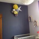 Une chambre en jaune et gris