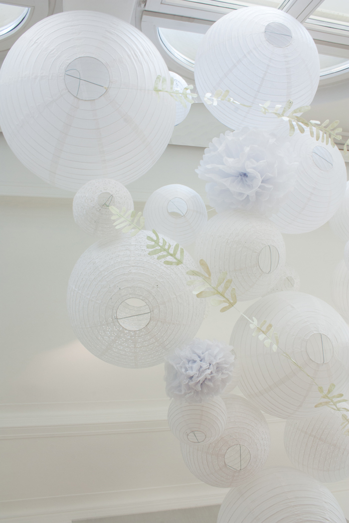 ciel mariage lanterne pompon blanc guirlande feuille