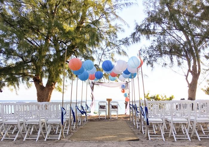 Ciel mariage extérieur lanterne bleu pêche