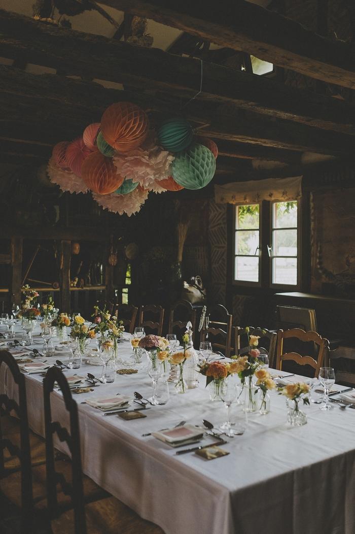Déco dessus de table mariage boule papier pompon