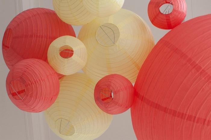 ciel de lanternes mariage jaune rouge corail