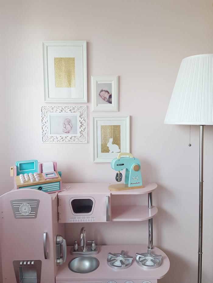 Décoration chambre fille jouet bois rose vert