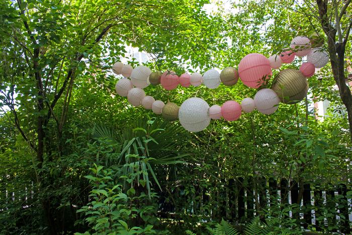 Guirlande lanternes chinoises jardin rose vintage blush gold