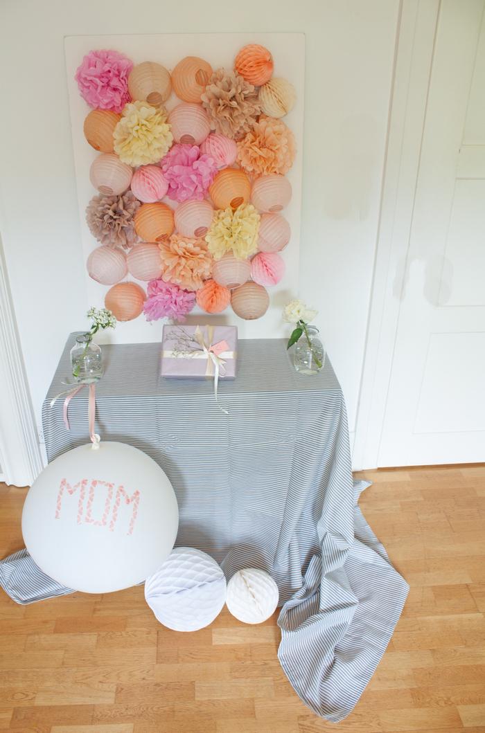 Déco cadre fête des mères lanterne boule pompon pêche rose latté