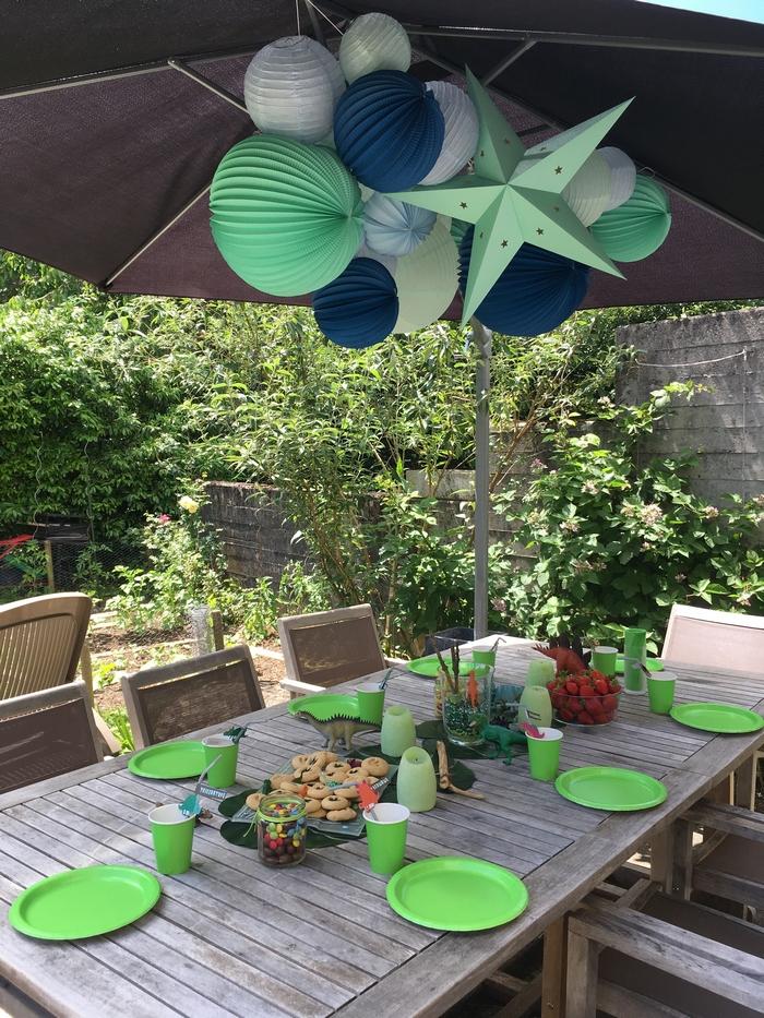 Déco anniversaire jardin dinosaure vert mint bleu pastel