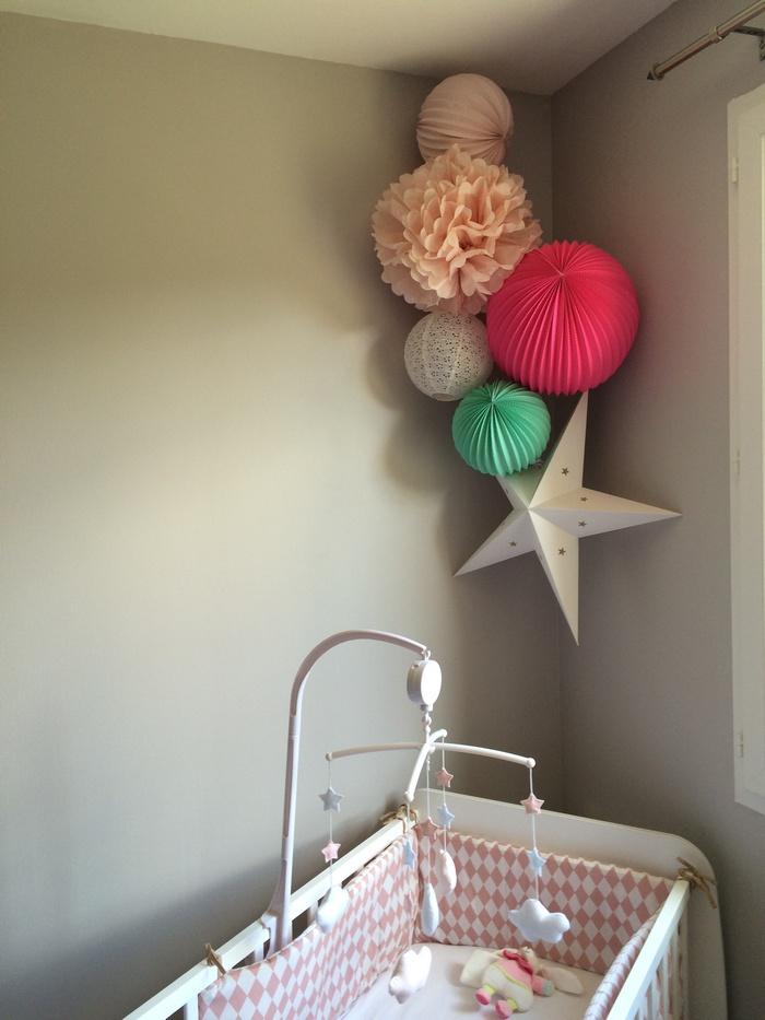 Déco chambre bébé fille lampion rose menthe