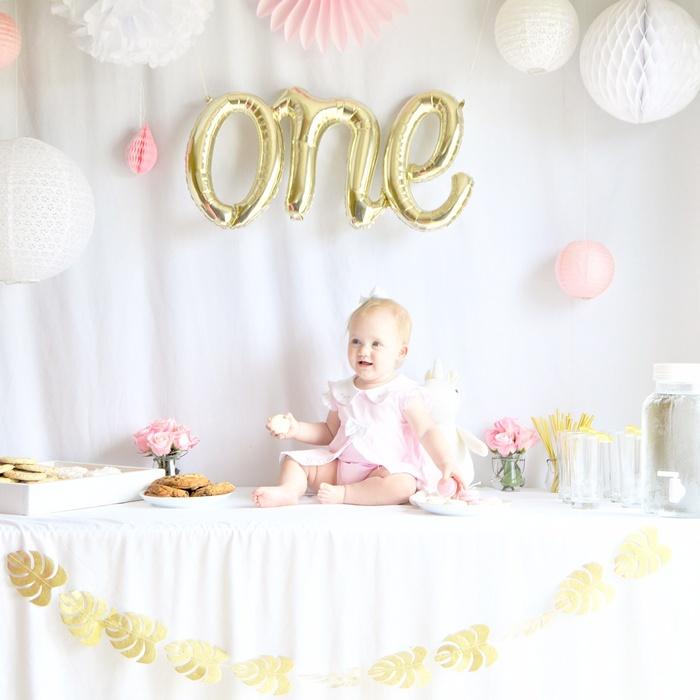 déco anniversaire fille rosace rose lanterne ajourée blanc guirlande feuilles doré