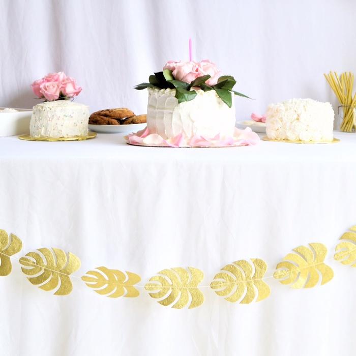 déco anniversaire fille rose et blanc fleur guirlande feuilles doré