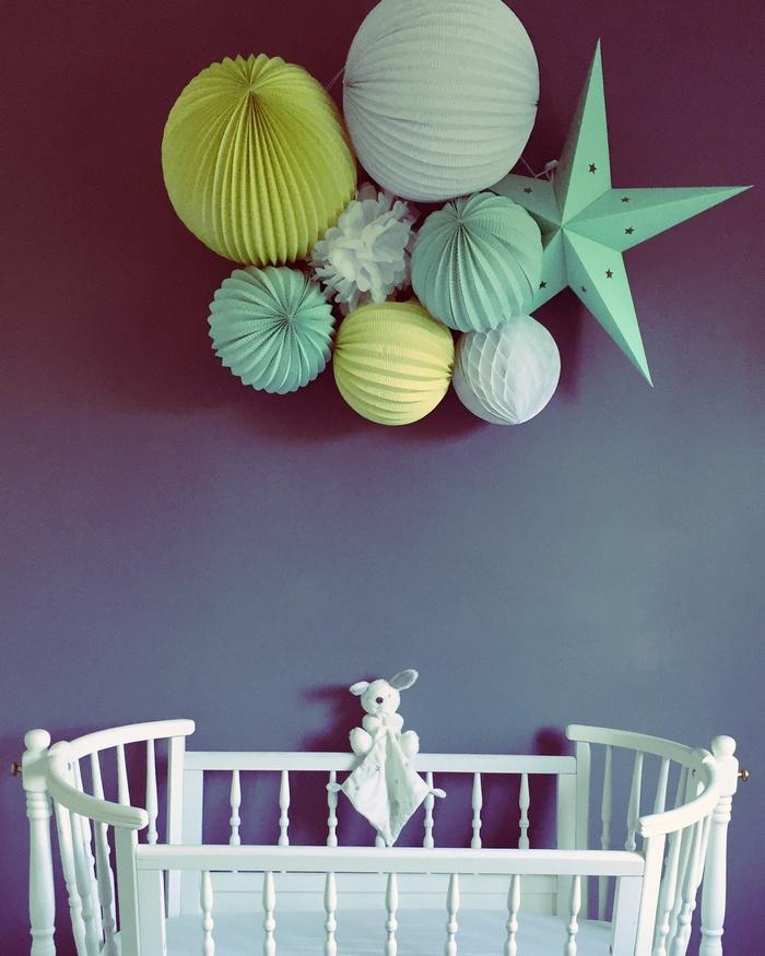 Composition chambre enfant lampion étoile vert jaune blanc