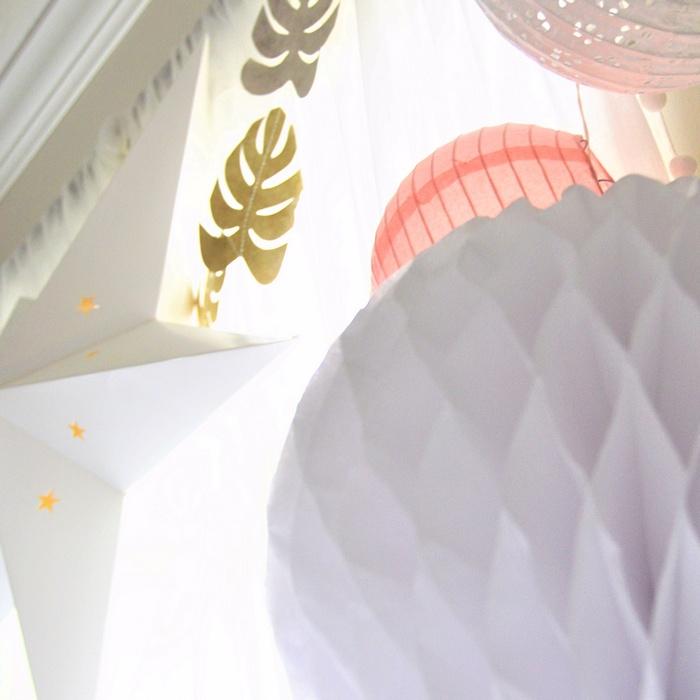 déco anniversaire fille rose et blanc étoile guirlande feuilles doré