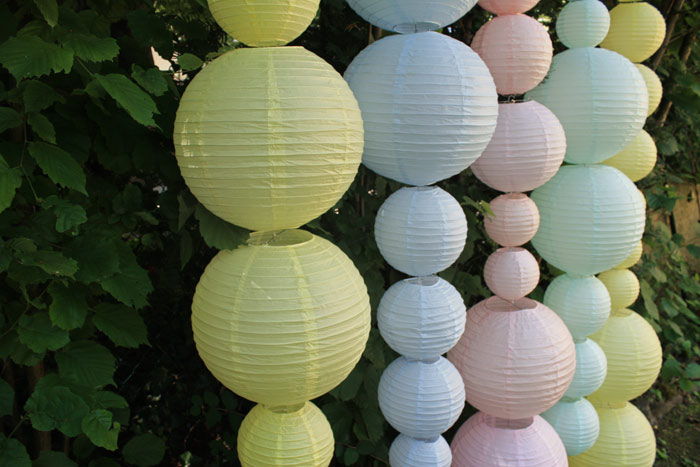 Idée décor mariage photobooth guirlande lanternes chinoises