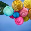 Une guirlande aux couleurs tropicales