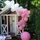 Une guirlande de ballons pour décorer un anniversaire