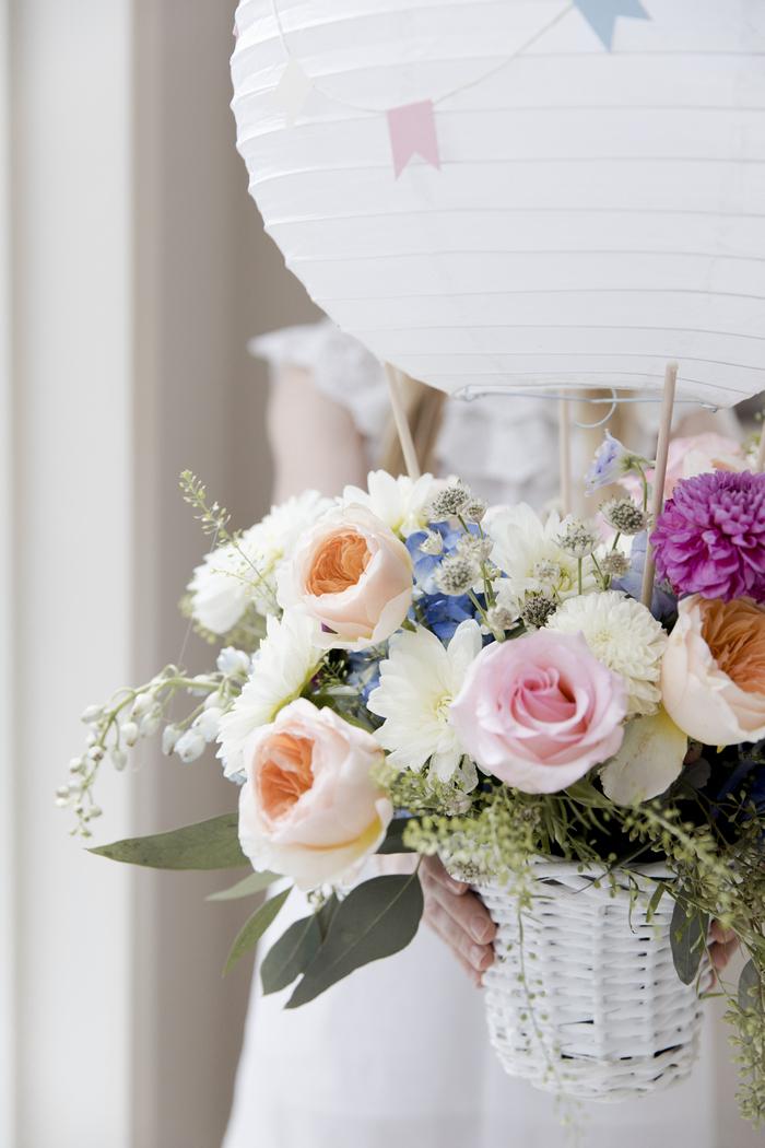 idée déco de table fête baby shower lanterne montgolfière fleur