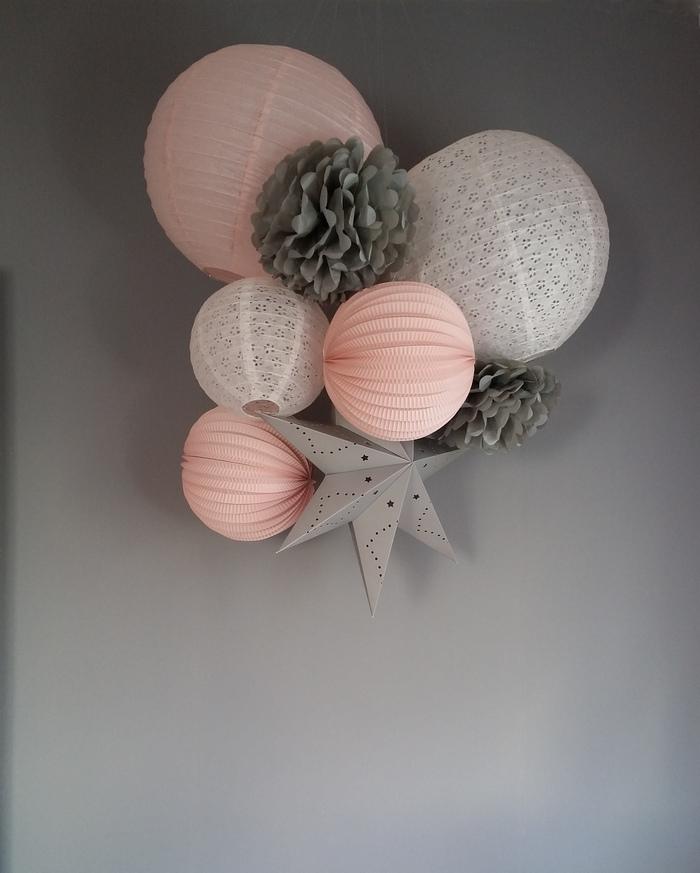 idée déco chambre fille rose pastel blanc dentelle mur gris
