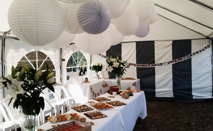 Déco bapteme tonnelle table buffet lanterne blanche