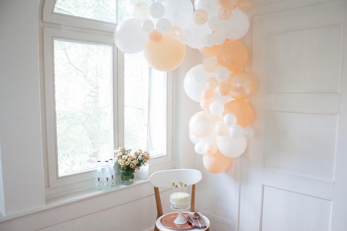 guirlande de ballons pêche pastel pour décoration de fête ou mariage