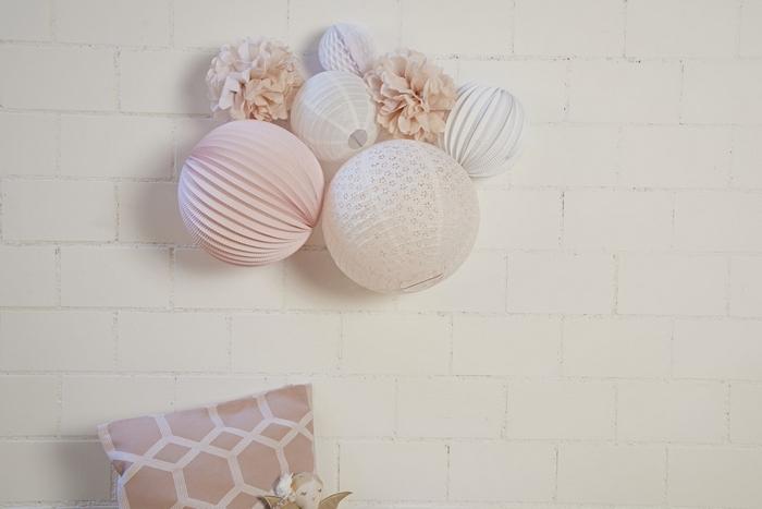 une décoration rose pastel et blanc avec le kit de lampions ANNA