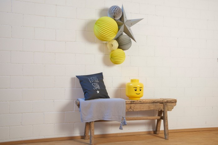Déco chambre enfant jaune et gris avec le kit de lampions LOU