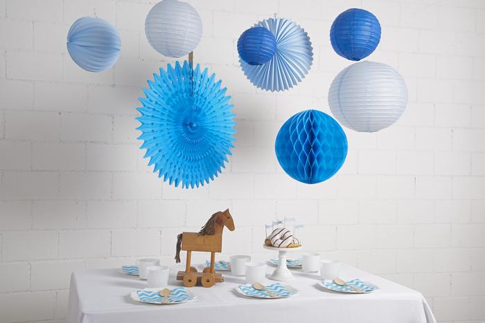 Décor de table fête ou anniversaire bleu pour petit garçon