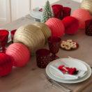 Une idée de centre de table doré et rouge  pour Noël