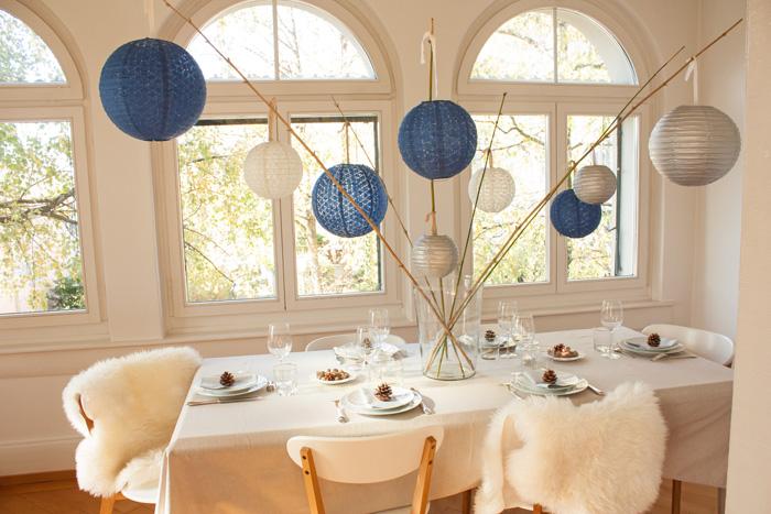 Un décor de noël scandinave bleu et argenté