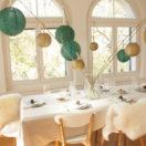 Une table de Noël dans les tons vert et doré