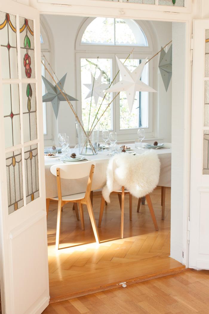 Déco de table de fêtes pour Noel simple et petit prix étoiles blanc et argent
