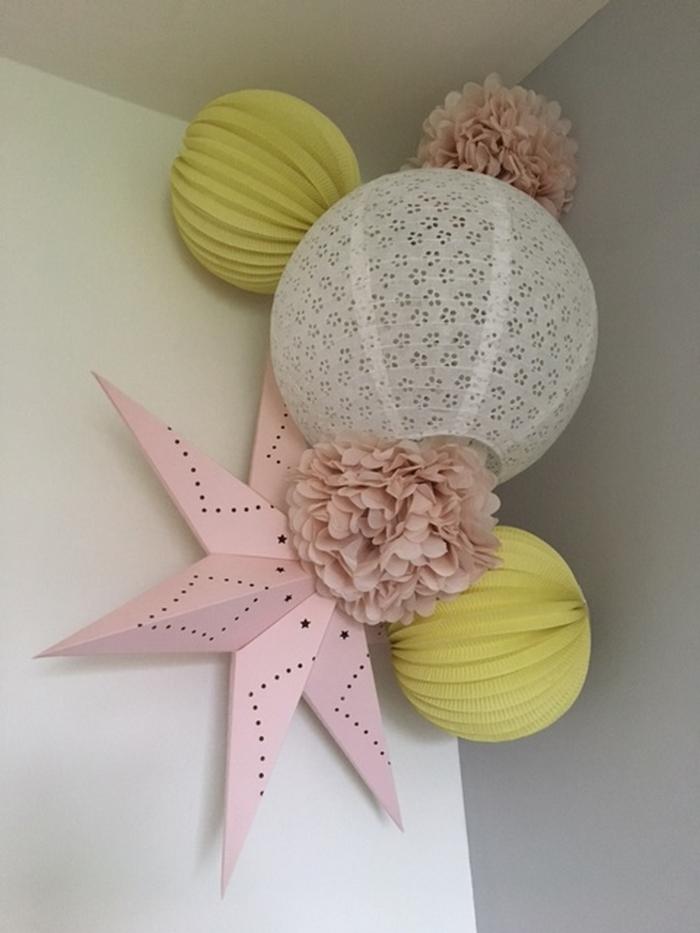 Décoration pour une chambre de fille, lanterne, boule papier et pompon, jaune, rose et blanc