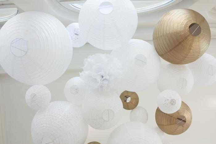 Déco plafond mariage lanternes et lampions blanc gold
