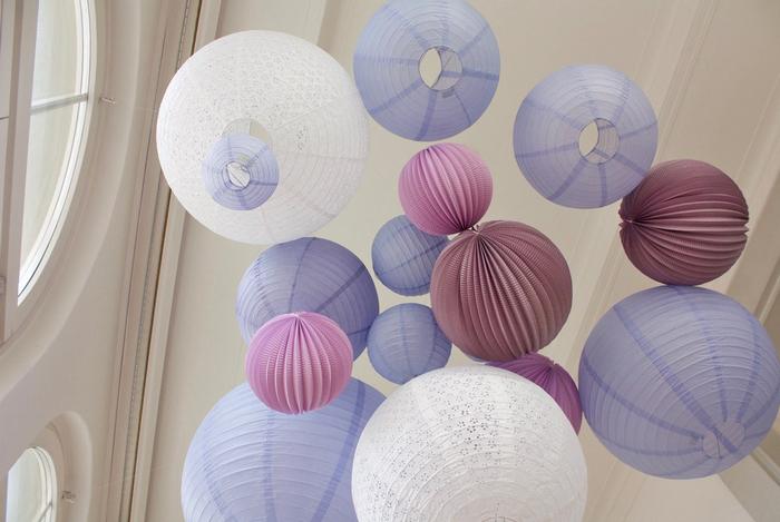 Décoration de mariage, lanterne chinoise et boule en papier, mauve lavande