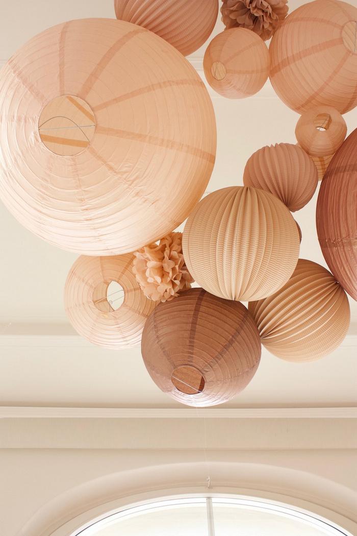 Décoration de mariage, lanterne, lampion et boule papier, beige taupe marron