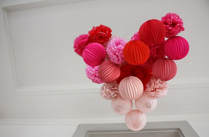 idée décoration pour la saint valentin avec des boules en papier