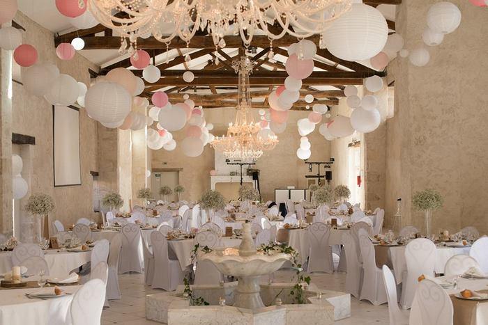 Décor mariage lanterne papier rose pale et blanc