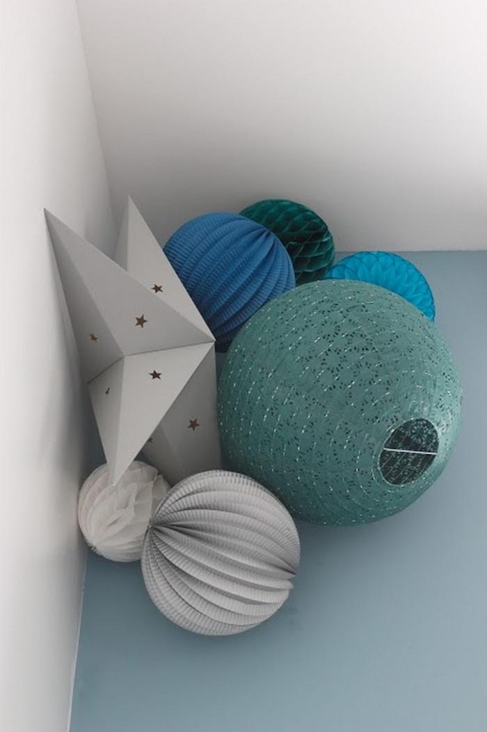 Déco chambre garçon vert et bleu foncé, boule papier