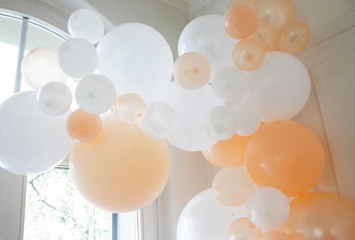 Déco mariage guirlande de ballons pêche pastel