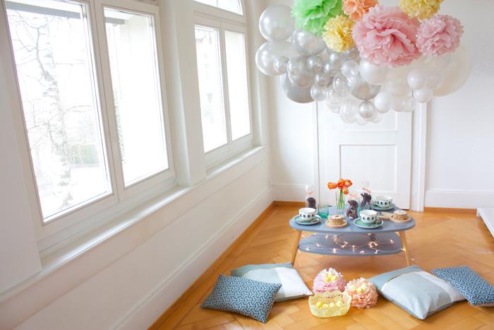 Décor de pâques, déco de table, guirlande ballon et pompon pastel