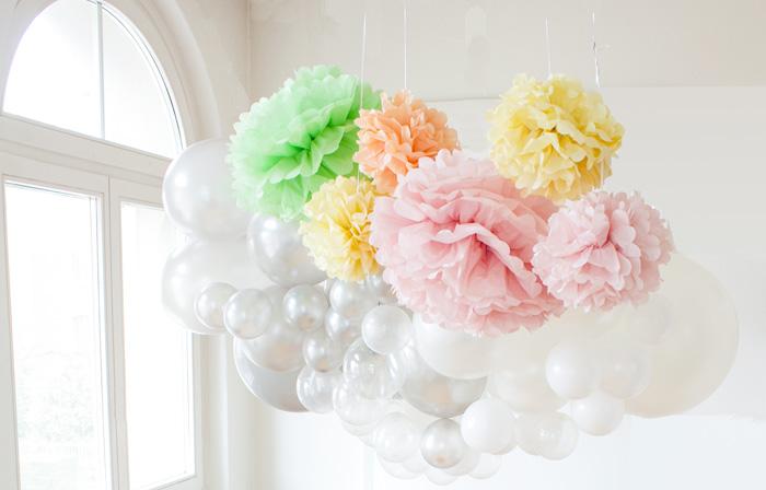 Décor de pâques, fête ou mariage, guirlande de ballons et pompons pastel
