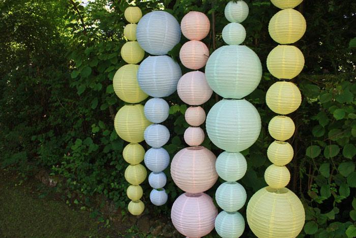 Déco mariage photobooth extérieur, jardin, lanterne papier pastel