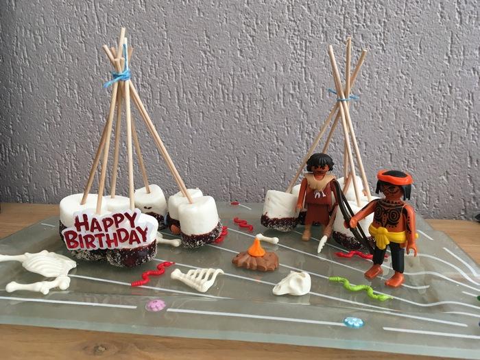 anniversaire indien - idée de gâteau tipi en machmallows