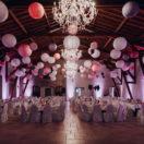 Une décoration de salle de mariage rose et mauve