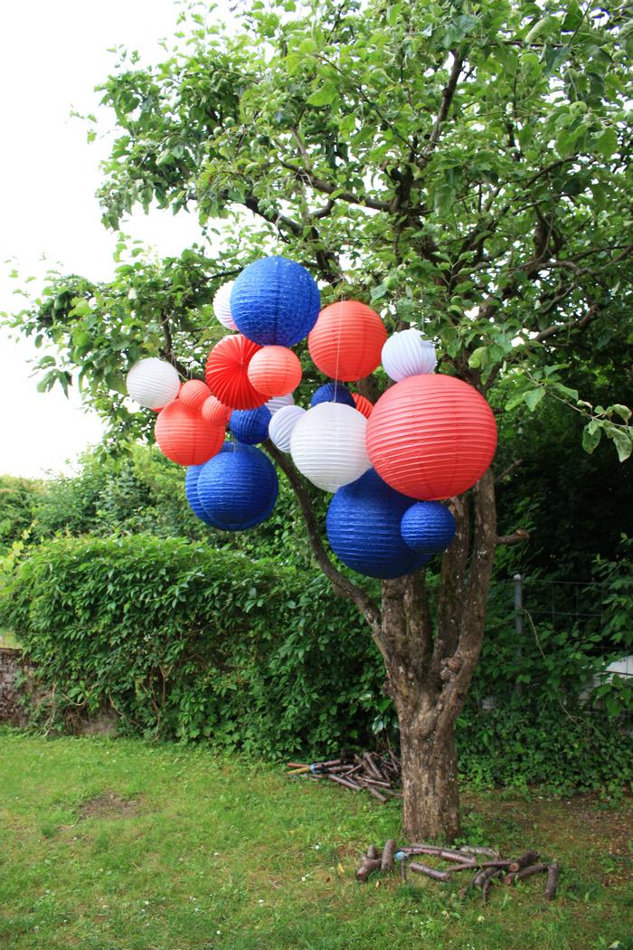 bleu blanc rouge : une déco de fête dans un jardin pour un 14 juillet ou une coupe du monde