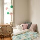 Une décoration de chambre mint et rose