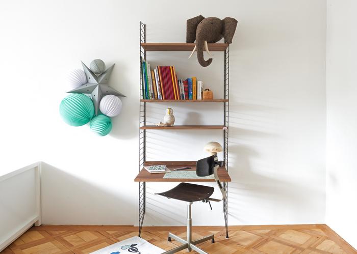 décoration mint et gris pour une chambre ou bureau de petit garçon