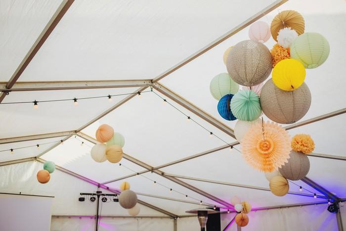 grappe de lampions pour une tente de mariage