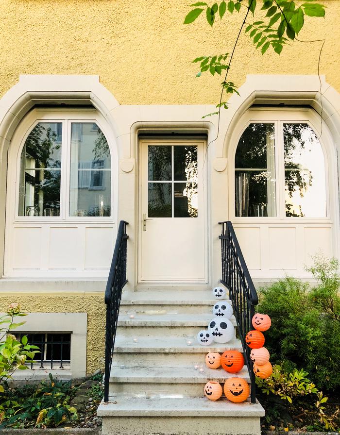 Décoration de porte simple pour Halloween