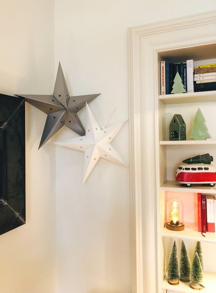 Des étoiles pour un décor de noël 2018 en blanc et argent
